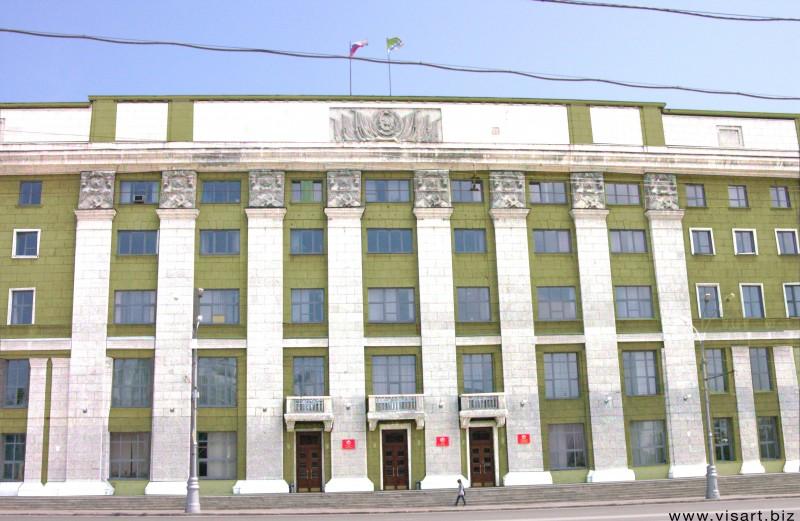 В Новосибирске продолжают красить мэрию